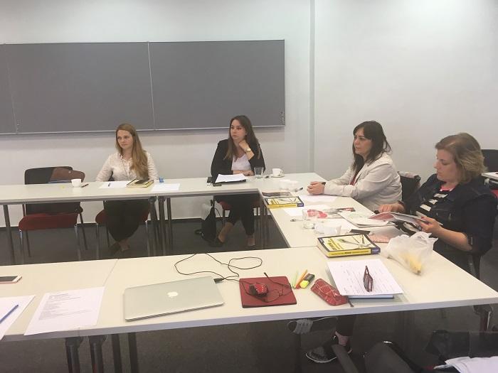 Hallgatók az EMVFE CSR Akafémián